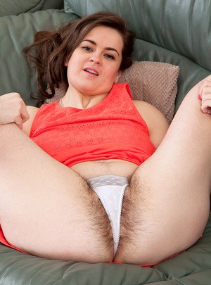 Bbw hairy by a pussy peeing 720p 10